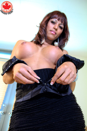 Swarthy shemale in sexy dress takes it o - XXX Dessert - Picture 7