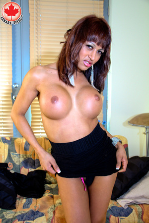Swarthy shemale in sexy dress takes it o - XXX Dessert - Picture 8