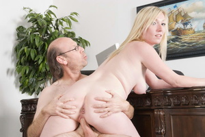 Bald old fart in glasses seduces dirty b - XXX Dessert - Picture 7