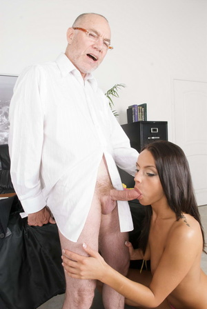 Nasty secretary in a yellow top and high - XXX Dessert - Picture 15