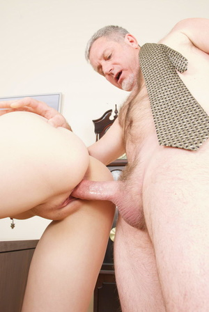 Horny grey man licking blonde whore's sw - XXX Dessert - Picture 6
