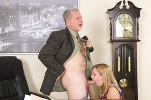 Horny grey man licking blonde whore's sw - XXX Dessert - Picture 13