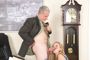 Horny grey man licking blonde whore's sw - XXX Dessert - Picture 14