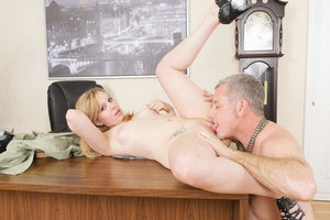 Horny grey man licking blonde whore's sw - XXX Dessert - Picture 16