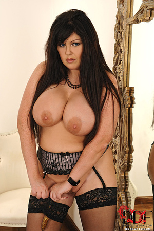 Bodacious brunette mom in sexy lingerie  - XXX Dessert - Picture 15