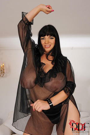 Chubby brunette bitch changing various c - XXX Dessert - Picture 11