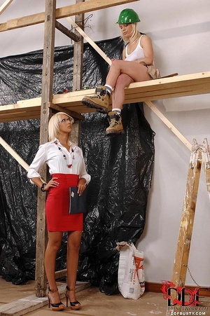 Lustful blonde lady-boss seduces her bus - XXX Dessert - Picture 2