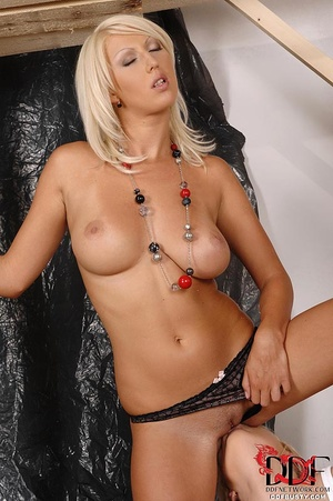 Lustful blonde lady-boss seduces her bus - XXX Dessert - Picture 10