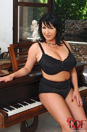 Hot brunette mature in a black lingerie  - XXX Dessert - Picture 3