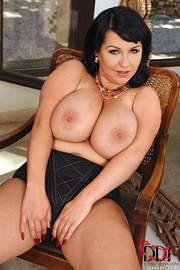 hot brunette mature black