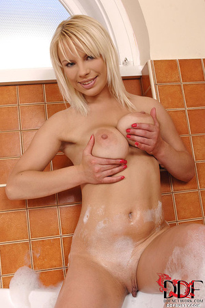 Lovely blonde chick with big tits pleasi - XXX Dessert - Picture 7