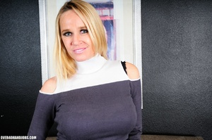 Experienced blonde mom gets nude to give - XXX Dessert - Picture 4