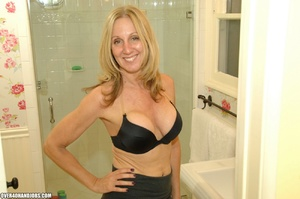 Nasty blonde mom is a real pro in giving - XXX Dessert - Picture 1
