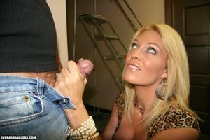 Busty blonde mom seduces an electrician  - XXX Dessert - Picture 5