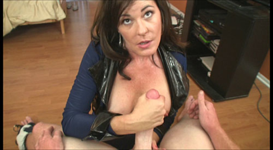 Huge tits stepmom shows them everything 6