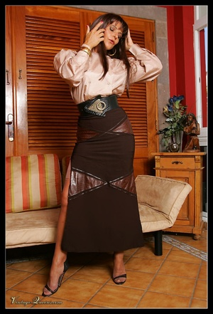 Hot brunette vintage milf undresses demo - XXX Dessert - Picture 1