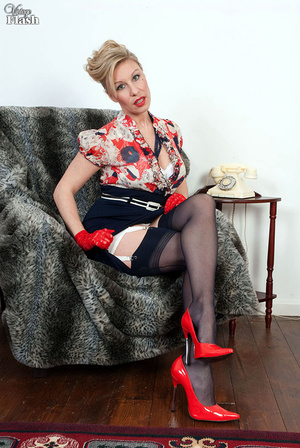 Blonde mom in red shoes and gloves and r - XXX Dessert - Picture 1