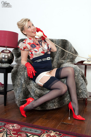 Blonde mom in red shoes and gloves and r - XXX Dessert - Picture 5