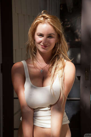 19yo blonde beauty emily shows on webcam 7