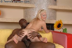 Slutty blonde teen opens her back door f - XXX Dessert - Picture 6