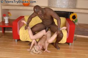 Slutty blonde teen opens her back door f - XXX Dessert - Picture 7
