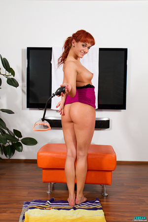 Red ponytailed girl stretching and pumpi - XXX Dessert - Picture 3