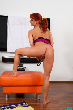 Red ponytailed girl stretching and pumpi - XXX Dessert - Picture 6
