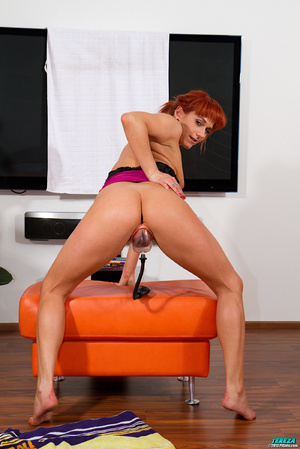 Red ponytailed girl stretching and pumpi - XXX Dessert - Picture 7
