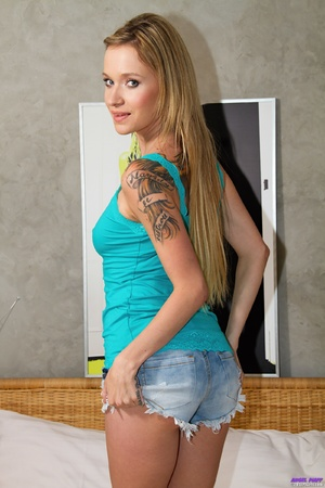 Tattooed blonde stretches her twat with  - XXX Dessert - Picture 1