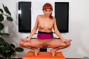 Red ponytailed girl stretching and pumpi - XXX Dessert - Picture 11