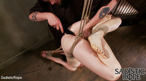 Red bond chick flogged and fisted before - XXX Dessert - Picture 10