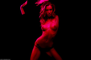 19 yo German model posing in red light n - XXX Dessert - Picture 2