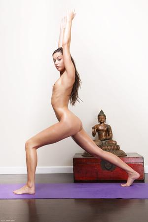 Slim brunette Georgia doing yoga nude - XXX Dessert - Picture 5