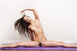 Slim brunette Georgia doing yoga nude - XXX Dessert - Picture 6