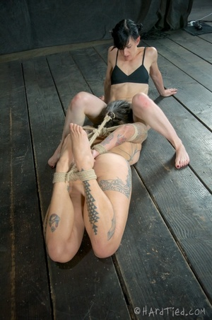 Tattooed bitch shinju bound and hung for - XXX Dessert - Picture 9