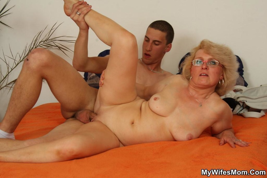 A Guy Stealing Money From His Mother-In Law - Xxx Dessert -8631