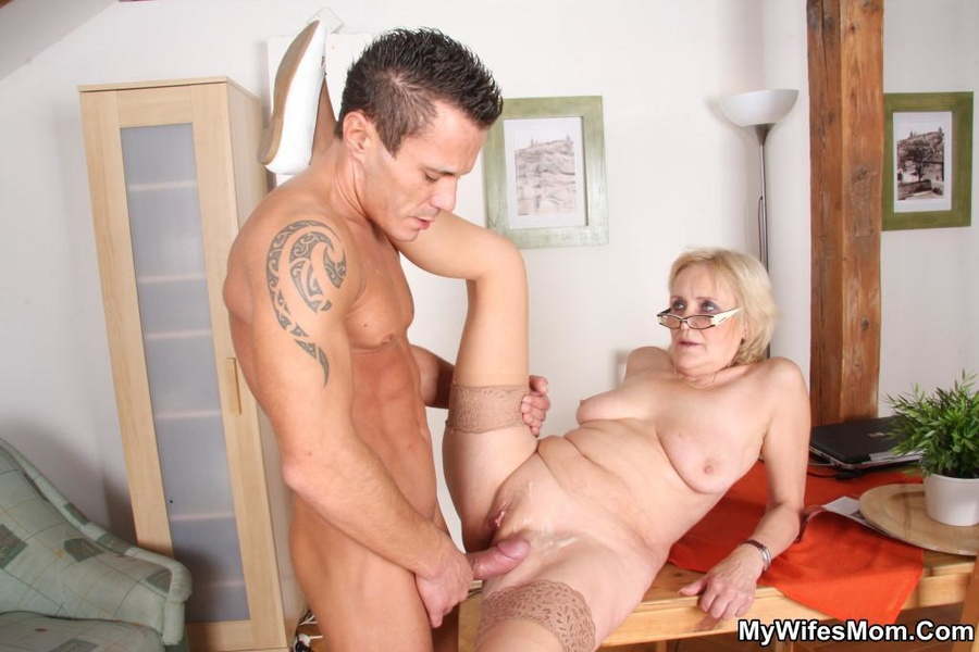 Latina milf swinger screwing