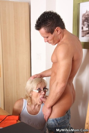Horny dude seduces his mother-in-law to  - XXX Dessert - Picture 5