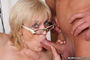Horny dude seduces his mother-in-law to  - XXX Dessert - Picture 7