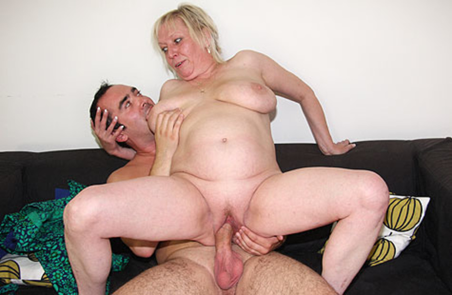 Lewd Blonde Mature Seduces Her Drunk Good-Son To Fucking -2121