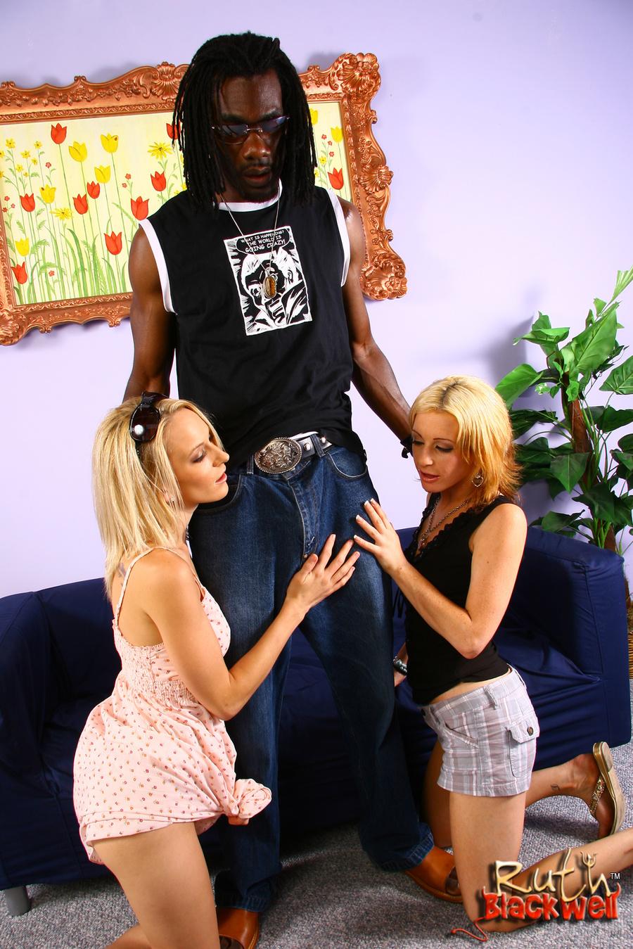 Ebony Milf Lesbian Threesome