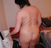 Chubby brunette mom preparing for hard anal banging