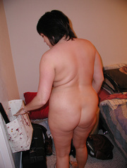 chubby brunette mom preparing