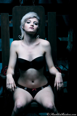 Blonde short-haired chick in a black lin - XXX Dessert - Picture 2