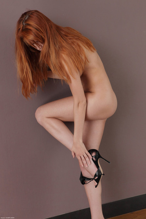 Lovely ginger Heather takes off her blac - XXX Dessert - Picture 4