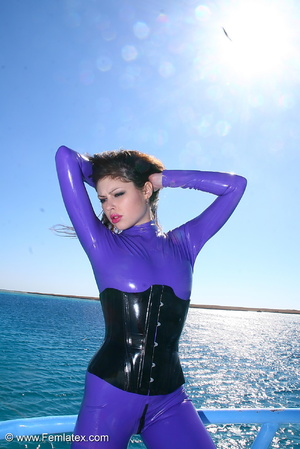 Flexible brunette in lilac latex and sti - XXX Dessert - Picture 2