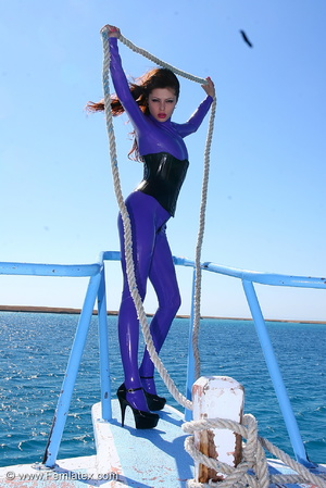 Flexible brunette in lilac latex and sti - XXX Dessert - Picture 7
