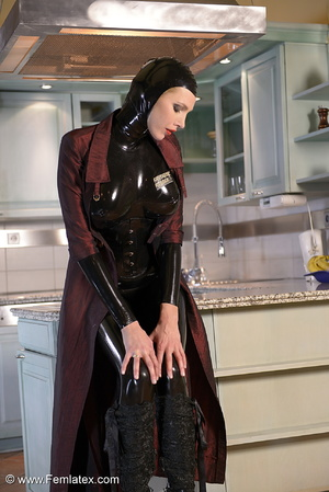 Tall blond babe in black latex and boot  - XXX Dessert - Picture 1