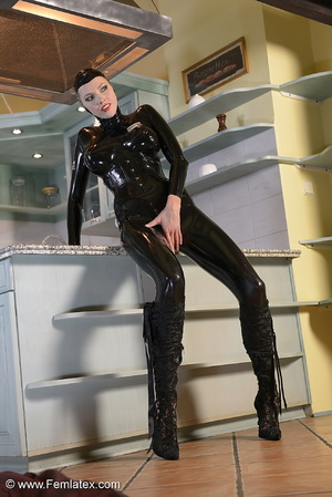 Tall blond babe in black latex and boot  - XXX Dessert - Picture 6
