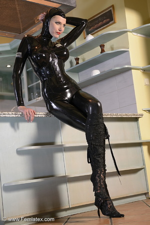 Tall blond babe in black latex and boot  - XXX Dessert - Picture 8